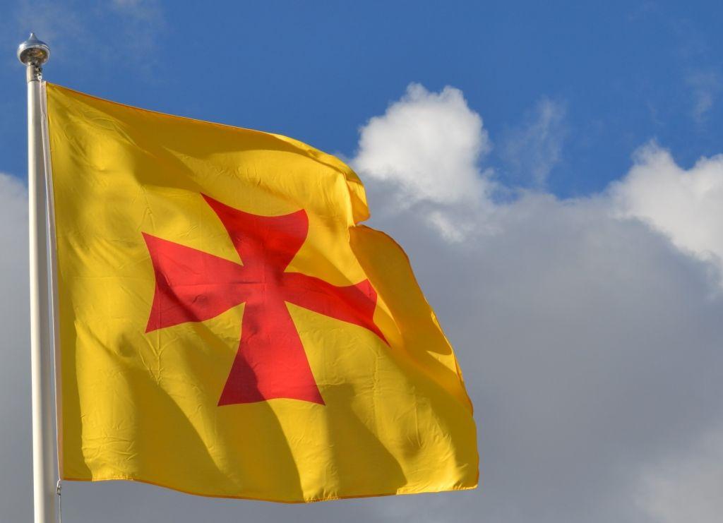 Turun arkkihiippakunnan lippu salossa.