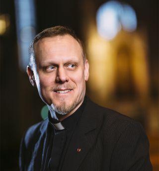 Hiippakuntasihteeri Timo Helenius.